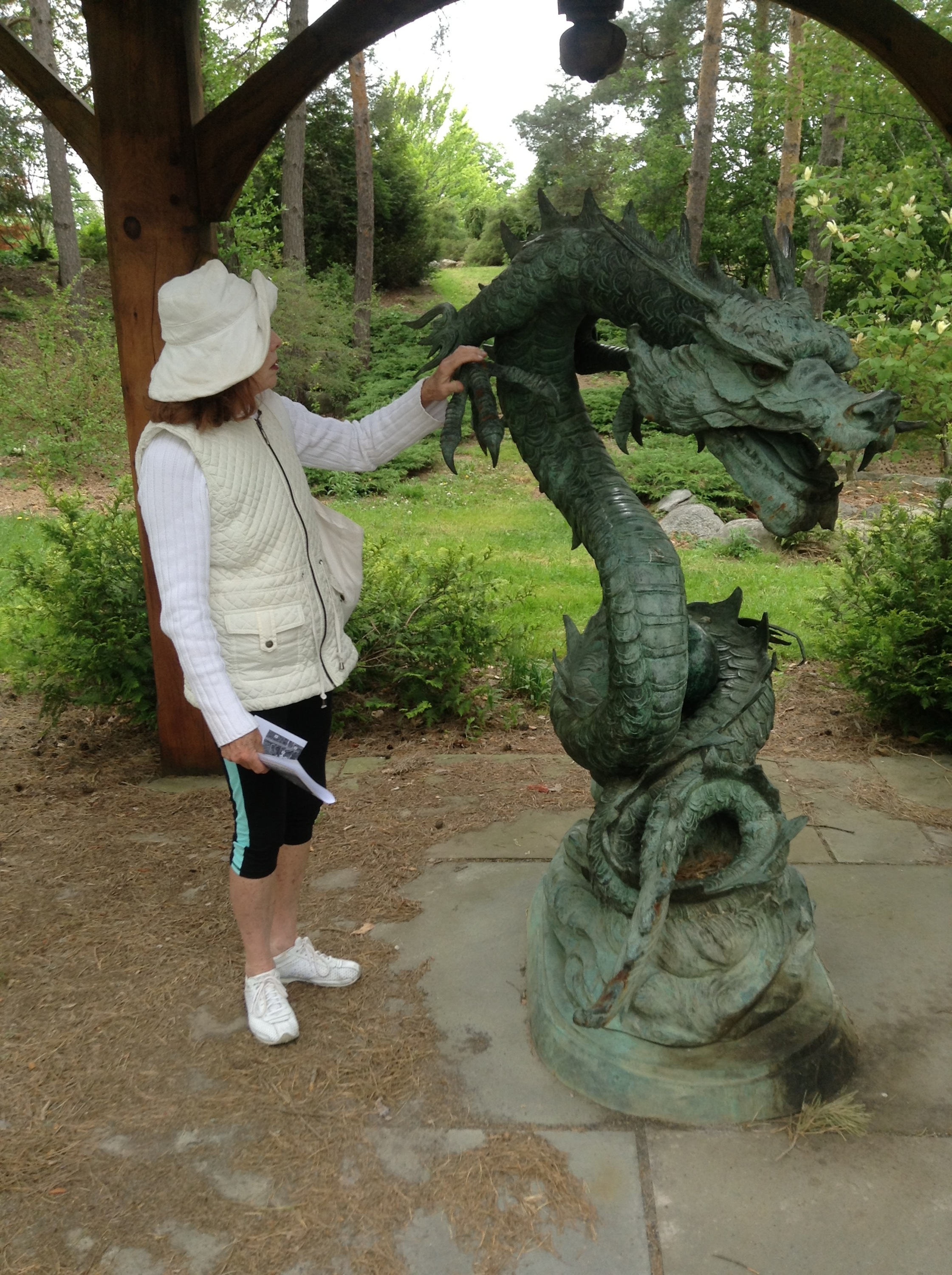 Making the acquaintance of a sculpture